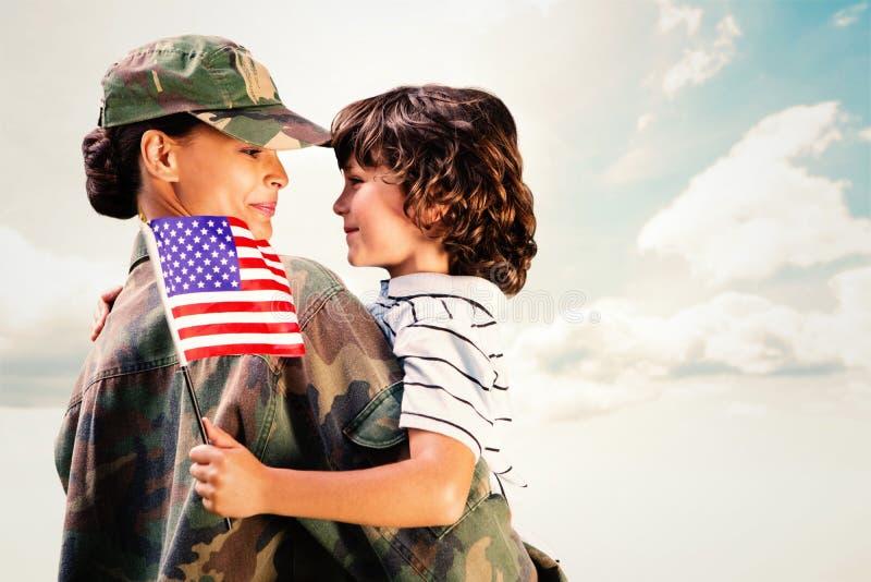 Samengesteld die beeld van solider met zoon wordt herenigd royalty-vrije stock afbeeldingen