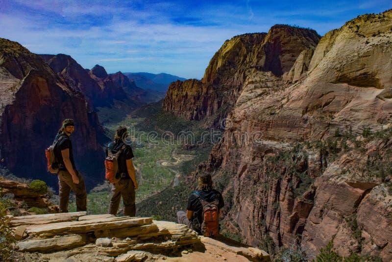 Samengestelde fotografie vanaf de bovenkant van het landen van de engel in Zion, Utah op een duidelijke heldere hemeldag stock foto