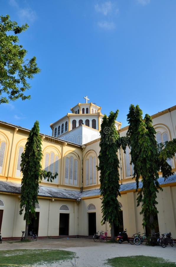 Samenstelling met cycli van St Mary ` s Kathedraal Katholieke kerk Jaffna Sri Lanka royalty-vrije stock foto