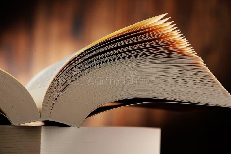 Samenstelling met hardcoverboeken stock foto