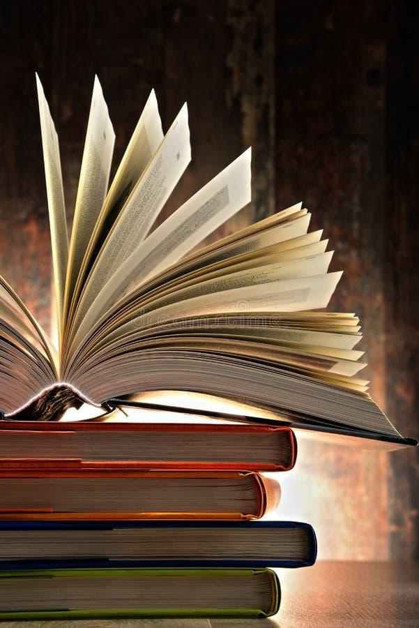 Samenstelling met hardcoverboeken stock afbeelding