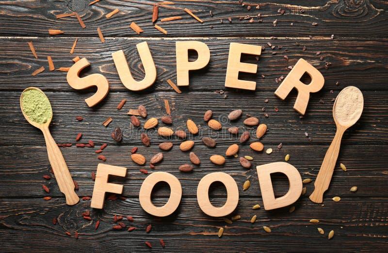 Download Samenstelling Met Houten Brieven En Assortiment Van Superfoodproducten Stock Afbeelding - Afbeelding bestaande uit voedsel, brieven: 107702155