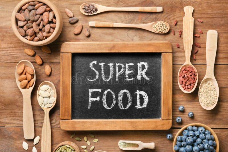 Download Samenstelling Met Schoolbord En Assortiment Stock Afbeelding - Afbeelding bestaande uit eating, assortiment: 107702121