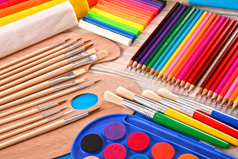 Samenstelling met schooltoebehoren voor het schilderen en het trekken royalty-vrije stock afbeeldingen