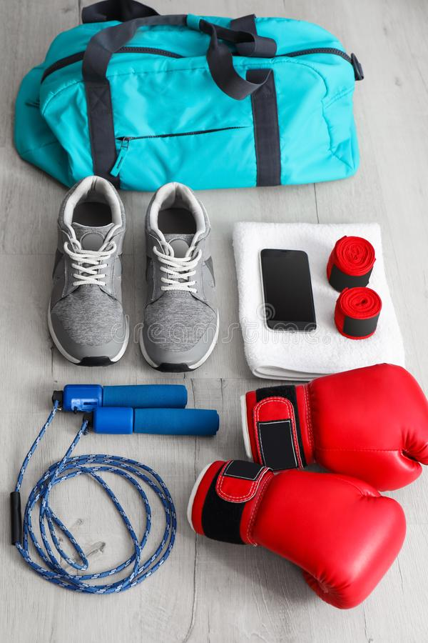 Samenstelling met sportenzak stock fotografie