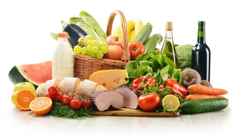 Samenstelling met verscheidenheid van kruidenierswinkelproducten stock foto
