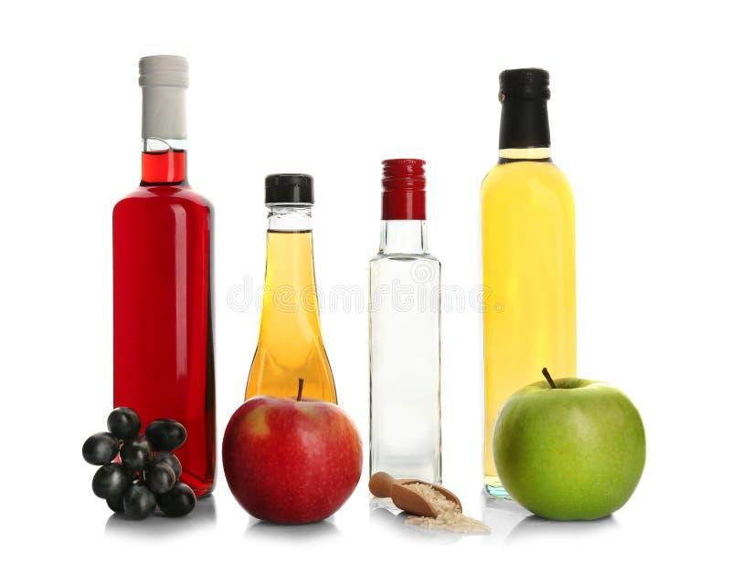 Samenstelling met verschillende soorten azijn stock foto's