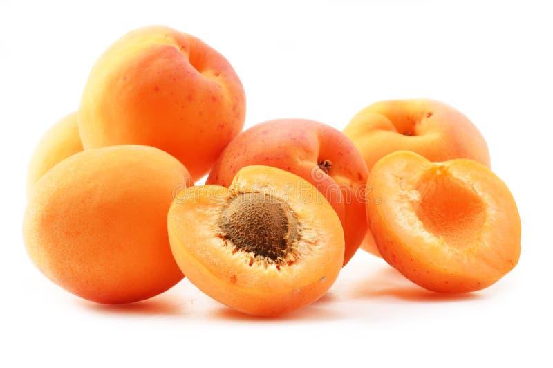 Samenstelling met verse rijpe abrikozen op wit royalty-vrije stock foto's
