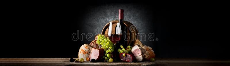 Samenstelling met wijn en voedsel royalty-vrije stock foto