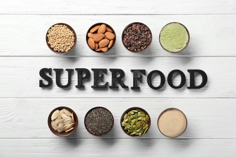 Download Samenstelling Met Zwart Brievenassortiment Van Superfoodproducten In Kommen Stock Foto - Afbeelding bestaande uit zwart, verschillend: 107702138