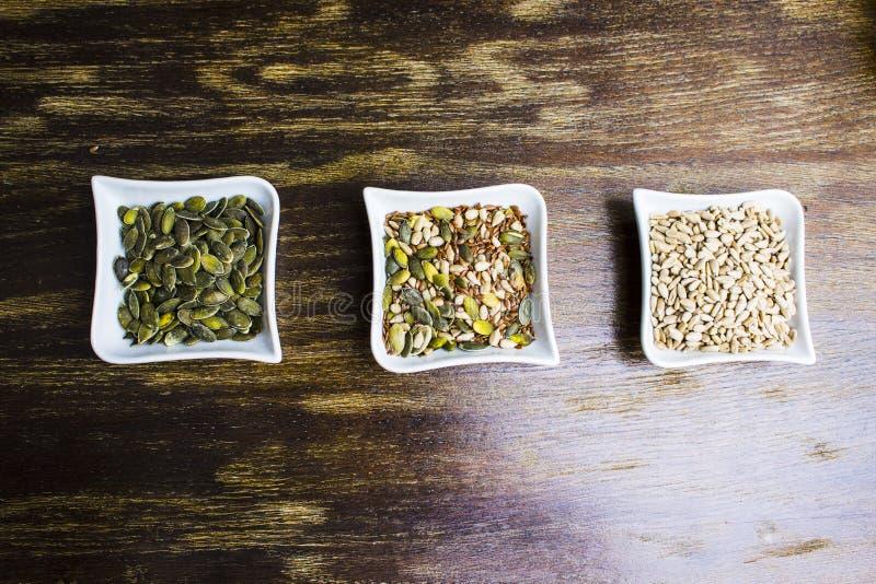 Samenstelling van gevarieerde zaden stock foto's