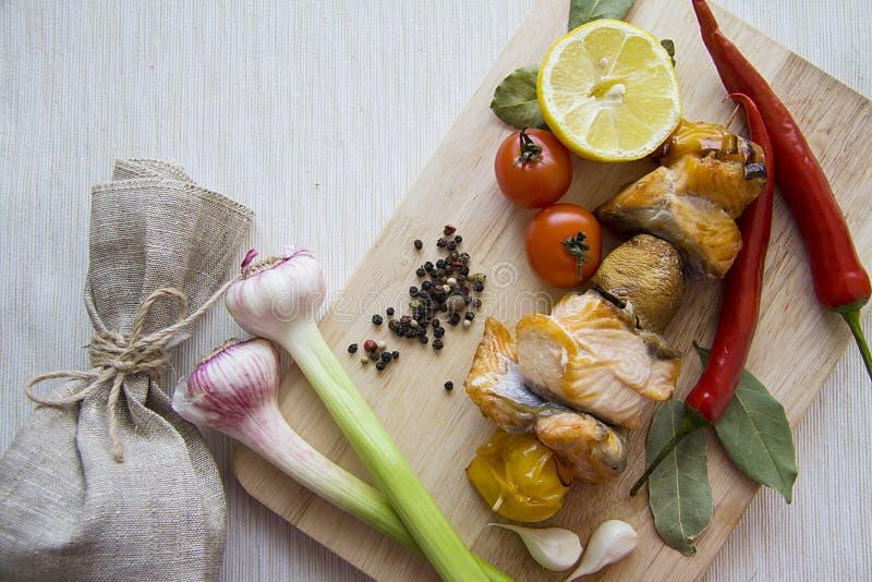 Samenstelling van vissen en groenten stock afbeeldingen