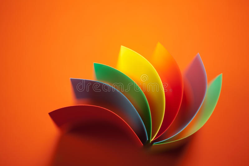 Samenvatting gekleurd document op oranje achtergrond royalty-vrije stock foto's