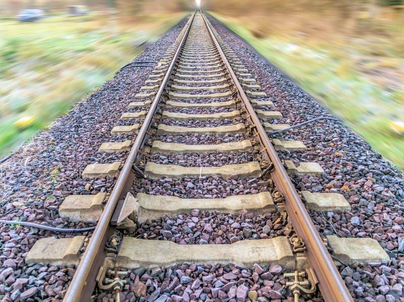 Samenvatting post-verwerkte foto van spoorwegsporen met blurr stock fotografie