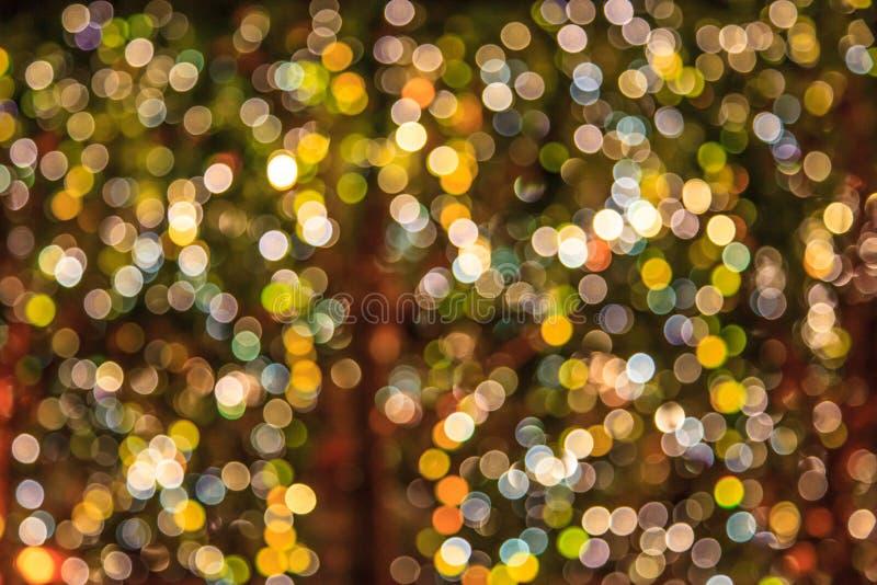 Samenvatting vage schitterende kleurrijke glanzende gloeilampenachtergrond Speciale Gebeurtenissen, Vakantie, de decoratierug van stock fotografie