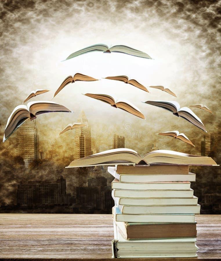 Samenvatting van open boek op stapel en vliegend boek aan het licht over royalty-vrije illustratie