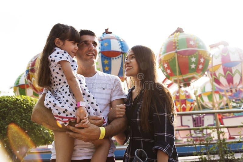 Samhörighetskänsla för nöjesfält för familjferiesemester fotografering för bildbyråer