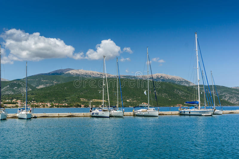 SAMI, KEFALONIA, GRIEKENLAND - MEI 26 2015: Panorama van Haven van stad van Sami, Kefalonia, Griekenland royalty-vrije stock foto