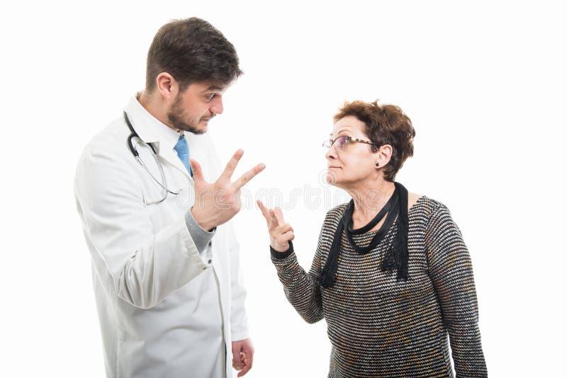 Samiec doktorska i starszy żeński pacjent pokazuje trzy obrazy royalty free