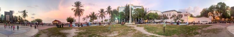 SAMIEC, MALDIVES - OKOŁO MARZEC 2015: Miasto linia horyzontu na pięknym d obraz royalty free