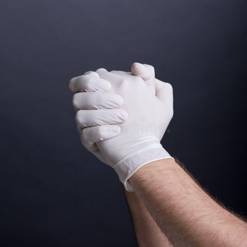 Samiec ręki w lateksowych rękawiczkach fotografia royalty free