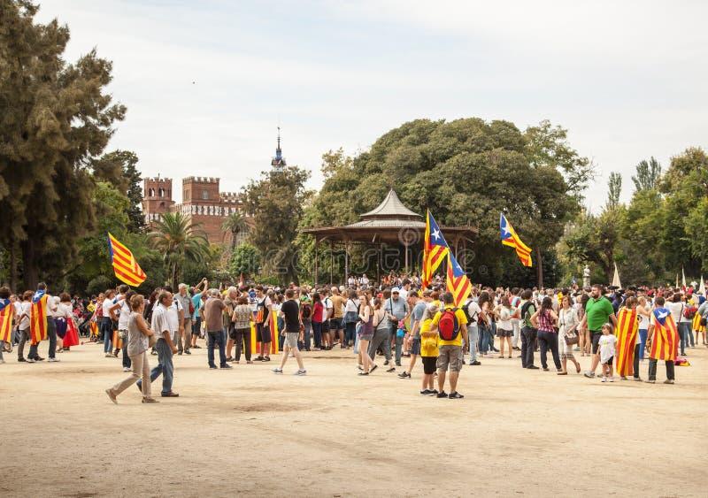 Samla fordrande självständighet för Catalonia royaltyfria foton