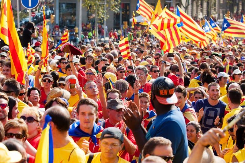 Samla fordrande självständighet för Catalonia arkivbild
