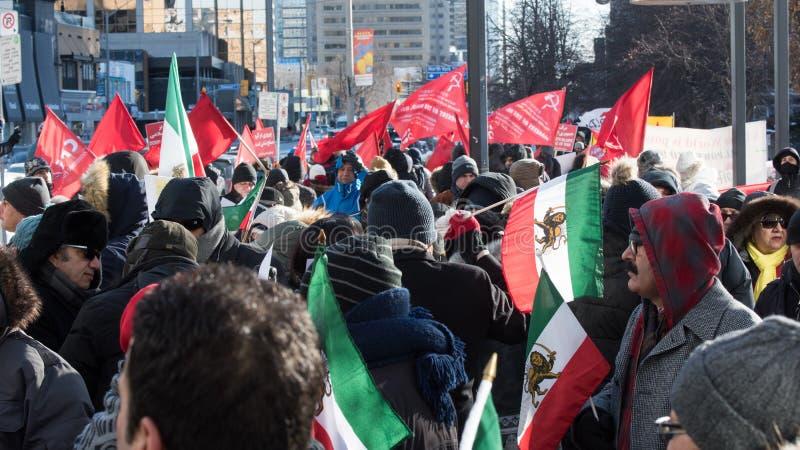 Samla i solidaritet med iranska personer som protesterar, Toronto, Ontario royaltyfri bild