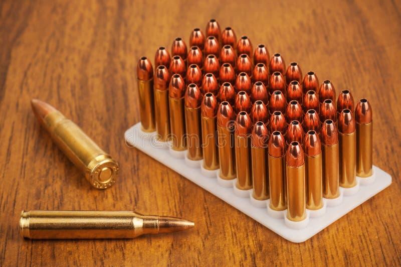 Samling av ammunitionar arkivfoto