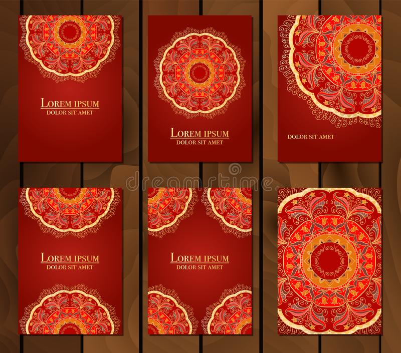 Samling av etniska kort, meny eller br?llopinbjudningar med den indiska prydnaden Dekorativa runda mandalabeståndsdelar för tappn arkivfoto