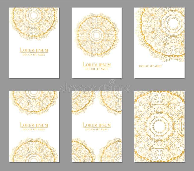 Samling av etniska kort, meny eller br?llopinbjudningar med den indiska prydnaden Dekorativa runda mandalabeståndsdelar för tappn royaltyfri foto
