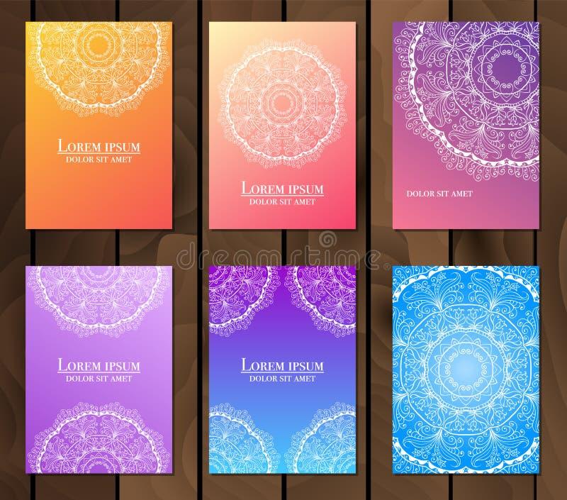 Samling av etniska kort, meny eller br?llopinbjudningar med den indiska prydnaden Dekorativa runda mandalabeståndsdelar för tappn fotografering för bildbyråer