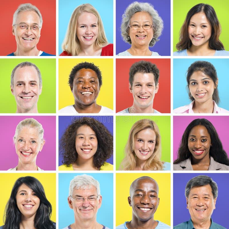 Samling av Mång--person som tillhör en etnisk minoritet lyckligt folk royaltyfri bild