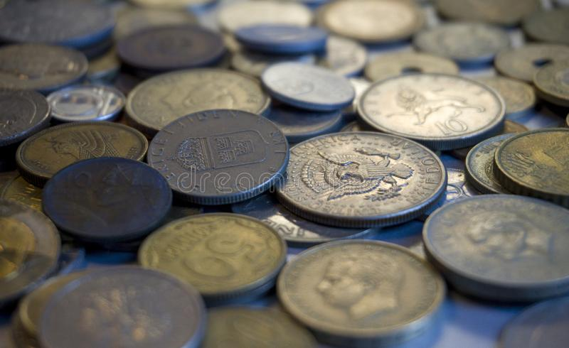 Samling av olik myntbakgrund arkivfoto