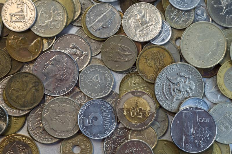 Samling av olik myntbakgrund close upp royaltyfria bilder