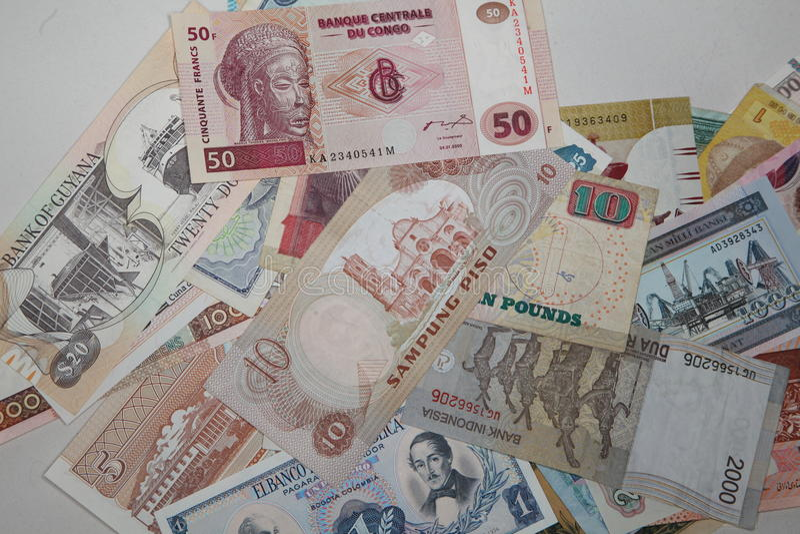 Samling av sedlar av olika länder royaltyfri bild