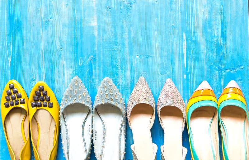 Samling av skor för kvinna` s arkivbilder
