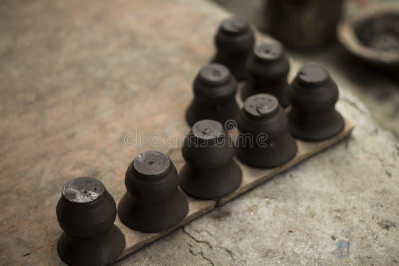Samling av små lerakrukor royaltyfri foto