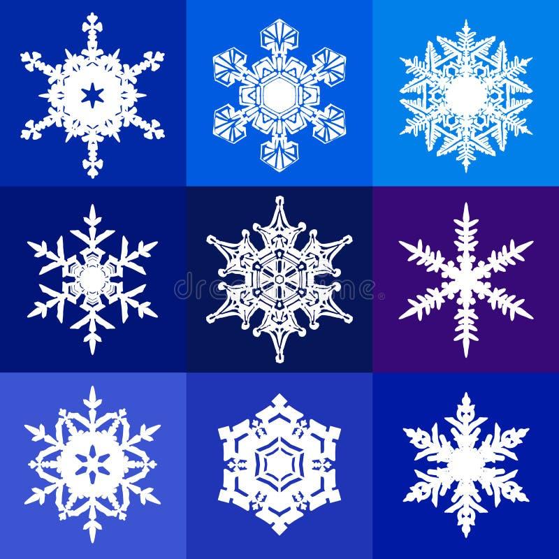 Samling av vita snöflingor som isoleras på blå, violett och purpurfärgad bakgrund Snösymboler vektor stock illustrationer