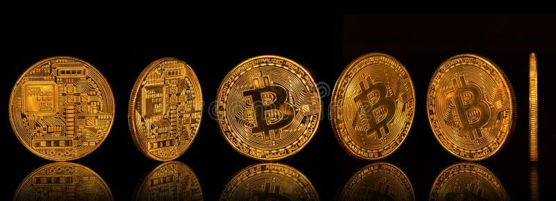 Samling Bitcoin för guld- mynt på svart bakgrund royaltyfria foton