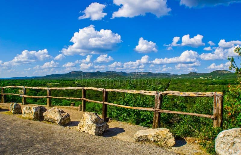 Samlingdelstatsparken förbiser Texas Hill Country royaltyfria bilder