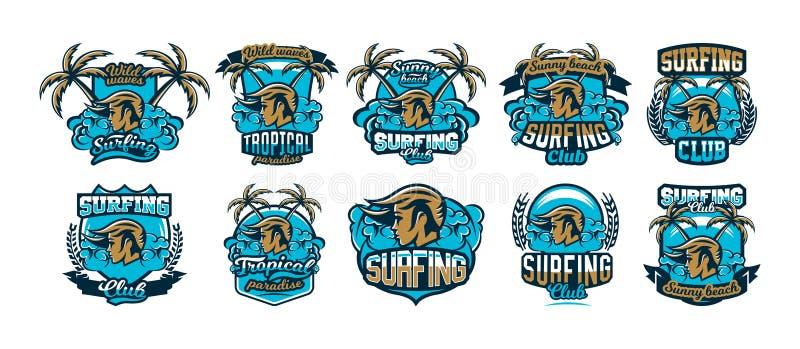 Samlingen, uppsättning, färgrika emblem, logoer, klistermärkear, flickasurfare, vågor, strand, palmträd också vektor för coreldra stock illustrationer