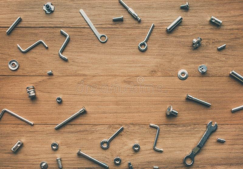Samlingsuppsättningen av husreparationshjälpmedel, wrenchs, skruv, kasta i sig royaltyfri bild
