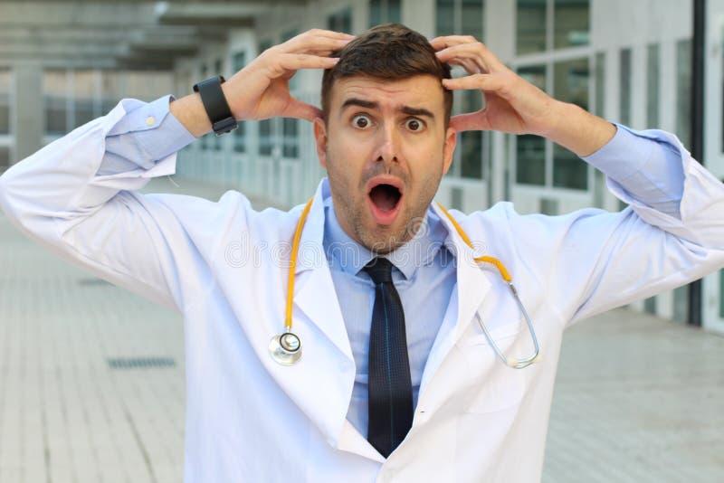 Sammanbrottdoktor som lider en spänningsoordning arkivfoto