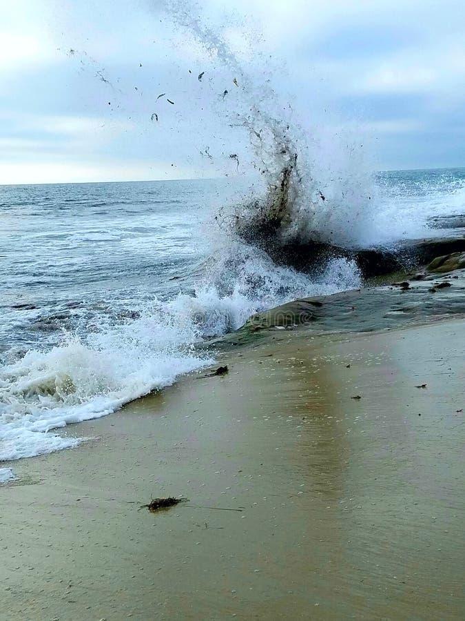 Sammandrabbning av tidvattnet arkivfoton