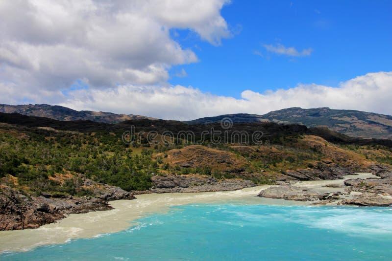 Sammanflöde av bagarefloden och den Neff floden, Austral Carretera, Chile arkivfoto