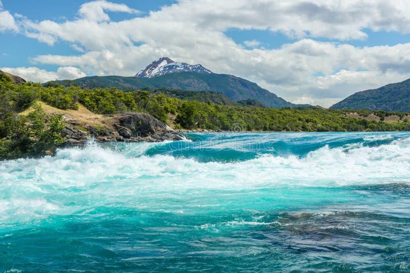 Sammanflöde av bagarefloden och den Neff floden, Chile arkivbild