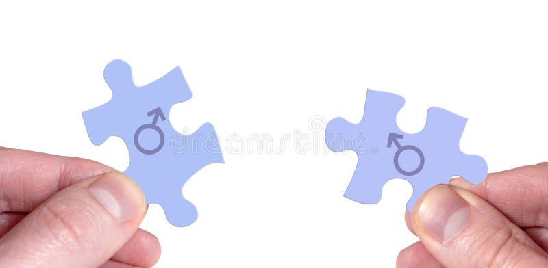 Sammanfoga två pusselstycken med manliga symboler arkivfoton