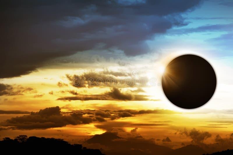 Sammanlagd sol- förmörkelse royaltyfri bild