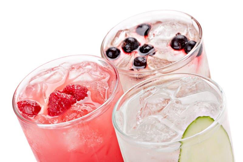 Sammansättning av de tre varianterna av alkoholiserade coctailar royaltyfri bild